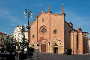 Niente messe e funzioni: anche la Chiesa si adegua